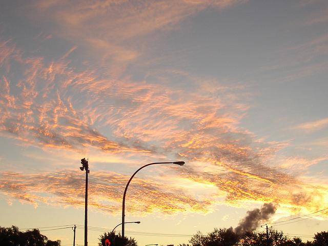 Lever de soleil / Sunrise - 9 octobre 2007.  Dans ma ville / Hometown.