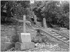 Cimetière de Helsingborg /  Helsingborg cemetery-  Suède / Sweden. The Lundbergs / Noir & blanc.