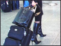Très séduisante Dame mature en Bottes de Dominatrice - Mature Lady in tremendous Dominatrix Boots / Bottes et valises