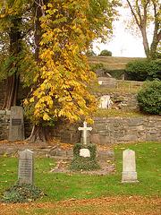 Cimetière de Helsingborg /  Helsingborg cemetery-  Suède / Sweden - The Lundbergs -Down the hill- Au bas de la colline.  22/10/2008