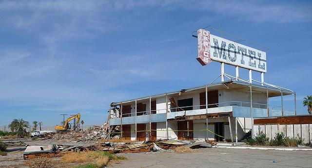 North Shore Motel Demolition (2135)