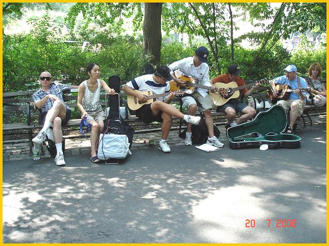 Strawberry fields area- Imagine !!! -  Juke-box humain au son des Beatles- Beatles human juke-box- Central Park- NYC.