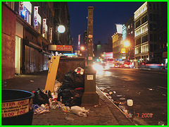 "L'omniprésent  gros "" M ""  - Mcdo on the spot & street garbage by the night- NYC."