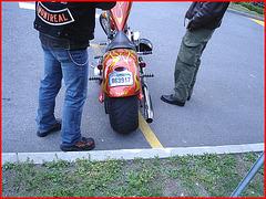 Rouge roulant attrayant !! / Wheeling & attractive red - Harley Davidson-Cegep de Rimouski - Québec. CANADA.  23 Juillet 2005.