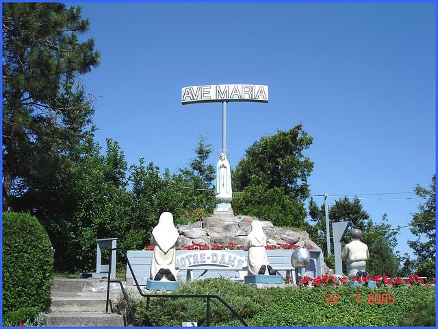 Notre-Dame de Fatima -  Ave Maria- Entre Rivière-du-loup et Rimouski. Québec. CANADA - 22 juillet 2005.