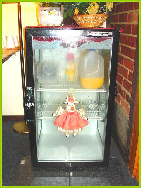 Coca Cola, jus d'orange et poupée -  Coke, orange juice and doll  - Killington Pico Motor Inn.  Killington, Vermont- USA