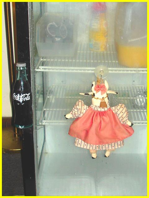Coca-Cola, jus d'orange et poupée / Coke, orange juice and doll  - Killington Pico Motor Inn.  Killington, Vermont- USA. August 7th 2008.