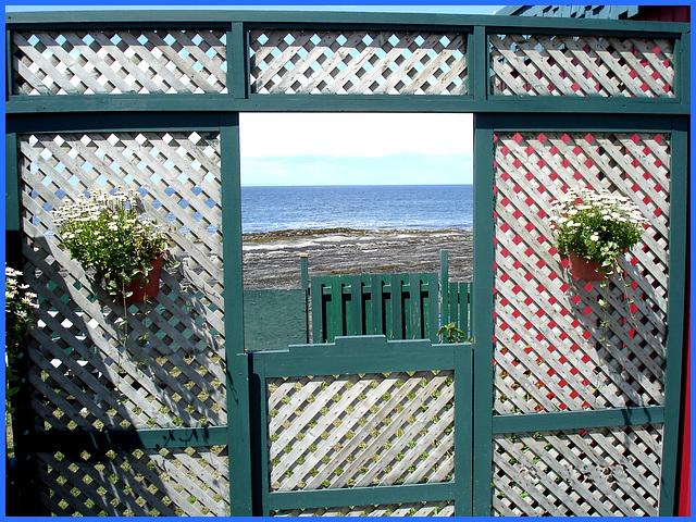 """Restaurant  """" La rose des vents """" près de Rimouski. Québec- CANADA. 23 juillet 2005."""