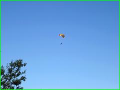 Machin volant / Flying thingumajig over the St-Lawrence river !  Région du bas du fleuve, Québec, CANADA - 24 juillet 2005.