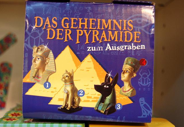 La sekreto de l' piramido: la hierarkio