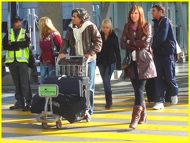 High heeled Boots and tights on yellow lines -  Bottes à talons hauts et collants sur lignes jaunes- Aéroport de Montréal. 18/10/2008