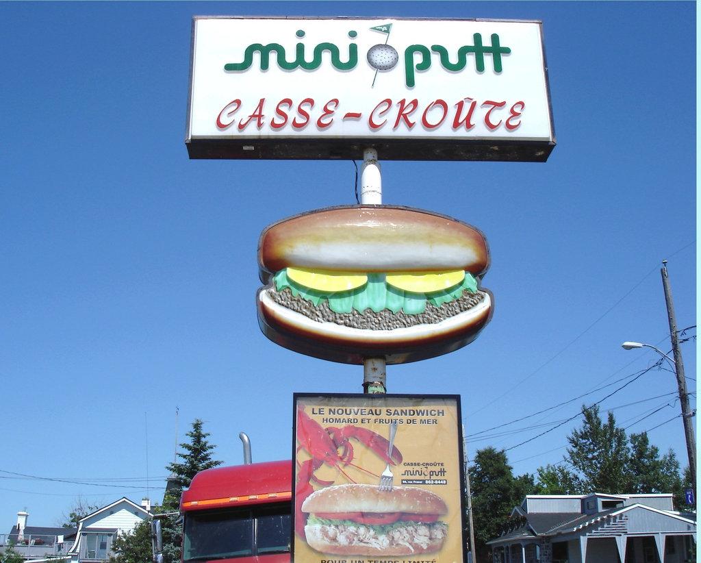 Mini-golf et homard / Mini putt & lobster - Casse-croûte / Rivière-du-loup, Québec, CANADA. 22 juillet 2005.