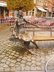 Statue aux pieds nus / Naked feet statue - Louvain- Leuven.  Belgique / Belgium - Novembre 2007.