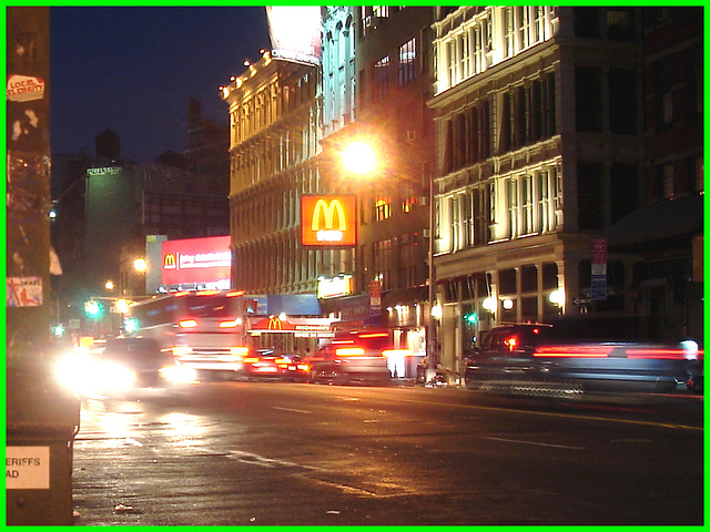 Big Mac hallucination -  Cauchemar digestif de nuit - NYC. 20 juillet 2008.