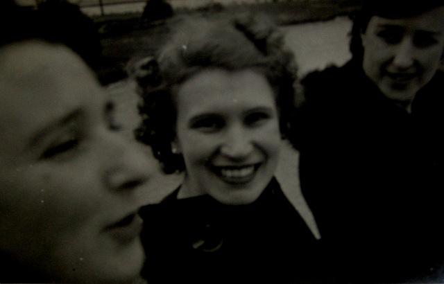 My Mother between Friends (3)