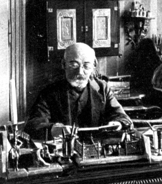 Zamenhof ĉe la skribtablo en 1910?