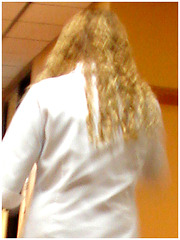 Sex bomb blond secretary in hidden stilettos boots and jeans -  Secrétaire blonde très sexy en bottes à talons aiguilles camouflées- Dans ma ville / Hometown.