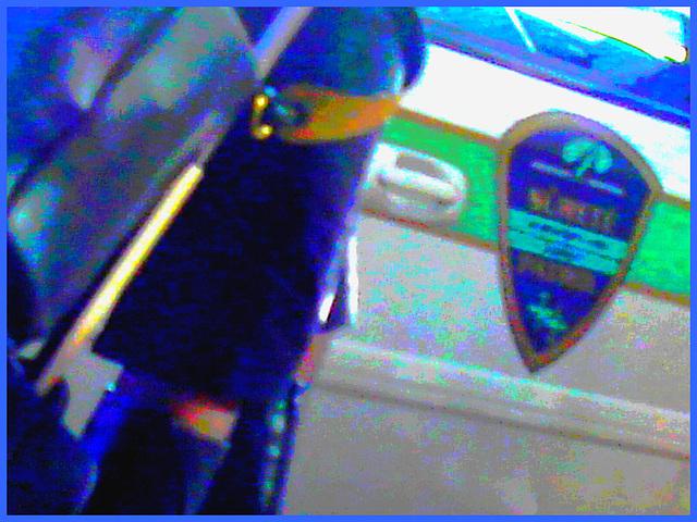 Très séduisante Dame mature en Bottes de Dominatrice - Mature Lady in tremendous Dominatrix Boots- PET Montreal airport - Photofiltre