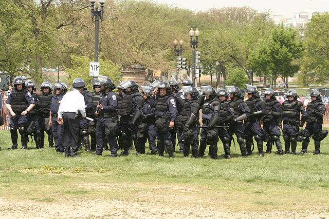 67.MPDC.RiotPolice.NSM.NM.WDC.19apr08