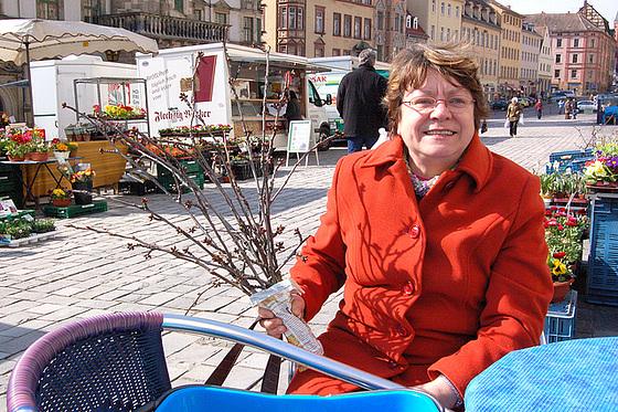 Hura! Mi havas ĉerizajn branĉojn por Pasko! Hurra! Ich habe Kirschzweige für Ostern!