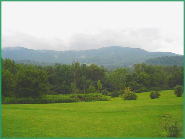 Vermonter Motor lodge landscape / Paysage de Vermont, USA /  August 2008.