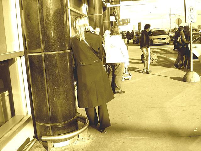 Hôtesse de l'air blonde en Talons Hauts  /  Smoking blond high-heeled flight attendant - Montreal airport. 18 octobre 2008 /Sepia.