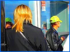 Hôtesse de l'air blonde en Talons Hauts / Smoking blonde high-heeled flight attendant  / Golden hair / Cheveux d'or.