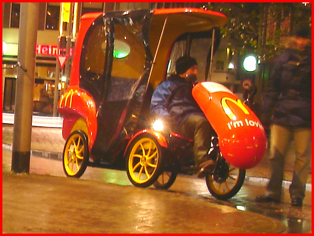 Amsterdam / Mc Donald Taxi /Taxi malbouffien - 11 novembre 2007.