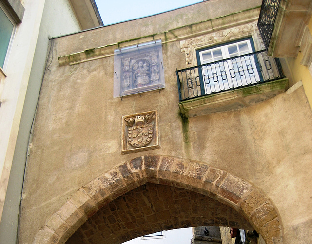 Coimbra, Arch of Barbacã (rebuilt in the 15th Century)