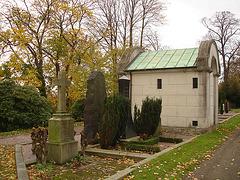 Cimetière de Helsingborg - Helsingborg cemetery -  Suède / Sweden - Up the hill - En haut de la colline.  22 octobre 2008.