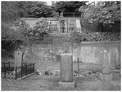 Helsingborg cemetery - Cimetière de Helsingborg- Sweden / Suède - The Olssons & Hanna / 22 octobre 2008 - Noir et blanc.