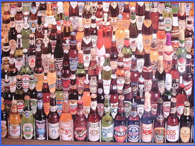 Festival de la bière !  Beer kingdom !  Cadre alcoolisé du bas du fleuve's washroom wall picture - 24 juillet 2005.