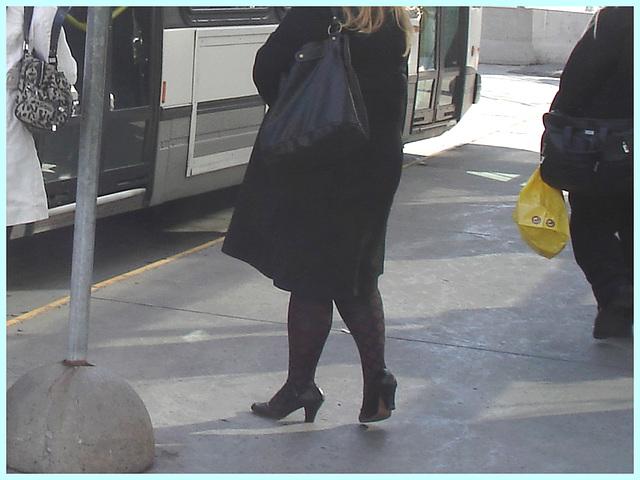Shuffle Goddesse / Déesse de navette - PET Montreal airport -  Hammer heels on cement / 18 octobre 2008.