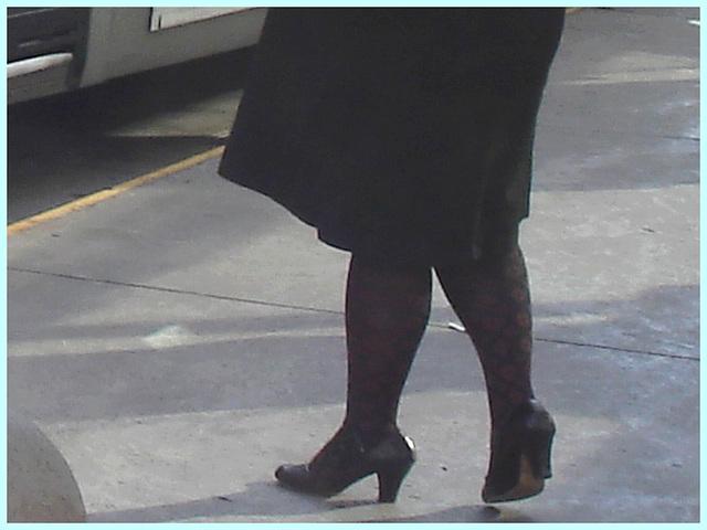Shuffle Goddess / Déesse de navette - PET Montreal airport-  Hammer heels / Talons marteau.