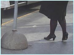 Shuffle Goddess / Déesse de navette - PET Montreal airport - Talons marteau sur ciment.