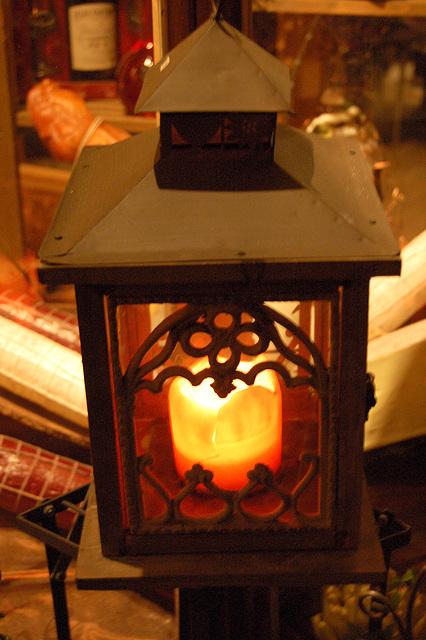 Plia metala lanterno