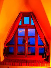 Room's window  -  Fenêtre de chambre /  Abbaye de St-Benoit-du lac au Québec  - 7-02-2009  -  Couleurs ravivées