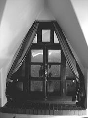 Room's window  -  Fenêtre de chambre /  Abbaye de St-Benoit-du lac au Québec  - 7-02-2009 B & W