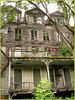 Living haunted mansion / Maison hantée et habitée