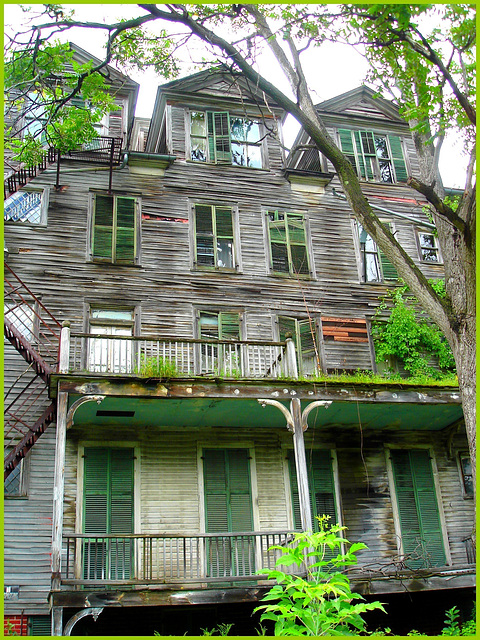 Living haunted mansion / Maison hantée et habitée - Bennington, Vermont. USA. 6 août 2008.