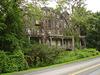 Living haunted mansion /Maison hantée et habitée