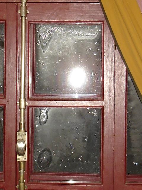 Room's window  -  Fenêtre de chambre /  Abbaye de St-Benoit-du lac au Québec  - 7-02-2009 /  Photo originale