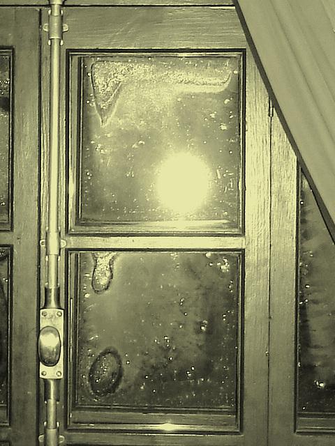 Room's window  -  Fenêtre de chambre /  Abbaye de St-Benoit-du lac au Québec  - 7-02-2009 - En photo ancienne