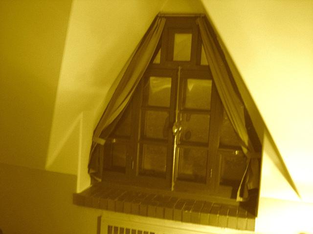 Room's window  -  Fenêtre de chambre /  Abbaye de St-Benoit-du lac au Québec  - 7-02-2009 -  Sepia