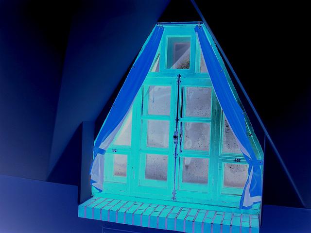 Room's window  -  Fenêtre de chambre /  Abbaye de St-Benoit-du lac au Québec  - 7-02-2009 B & W-  Effet de négatif