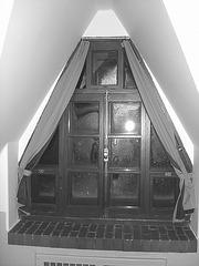 Room's window  -  Fenêtre de chambre /  Abbaye de St-Benoit-du lac au Québec  - 7-02-2009 - B & W -