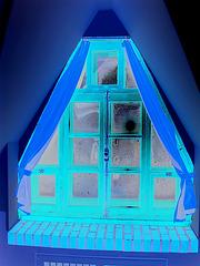 Room's window  -  Fenêtre de chambre /  Abbaye de St-Benoit-du lac au Québec  - 7-02-2009 -  En négatif