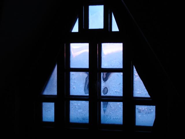 Room's window  -  Fenêtre de chambre /  Abbaye de St-Benoit-du lac au Québec  - 7-02-2009 -  Photo originale