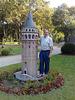 Estambul. Torre miniatura en los jardines de Topkapi.