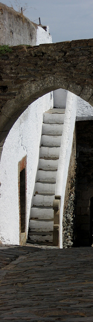 Monsaraz, narrow stairs